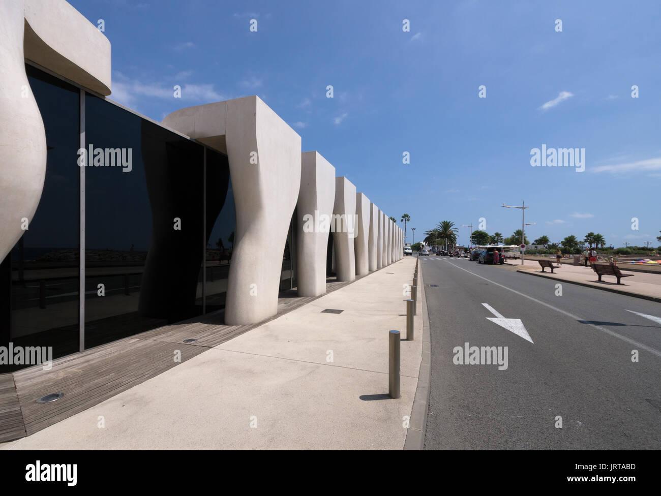 Jean Cocteau Museum, Menton, French Riviera: architect Rudy Ricciotti exterior concrete colonnade 1 Inexhibit - Stock Image