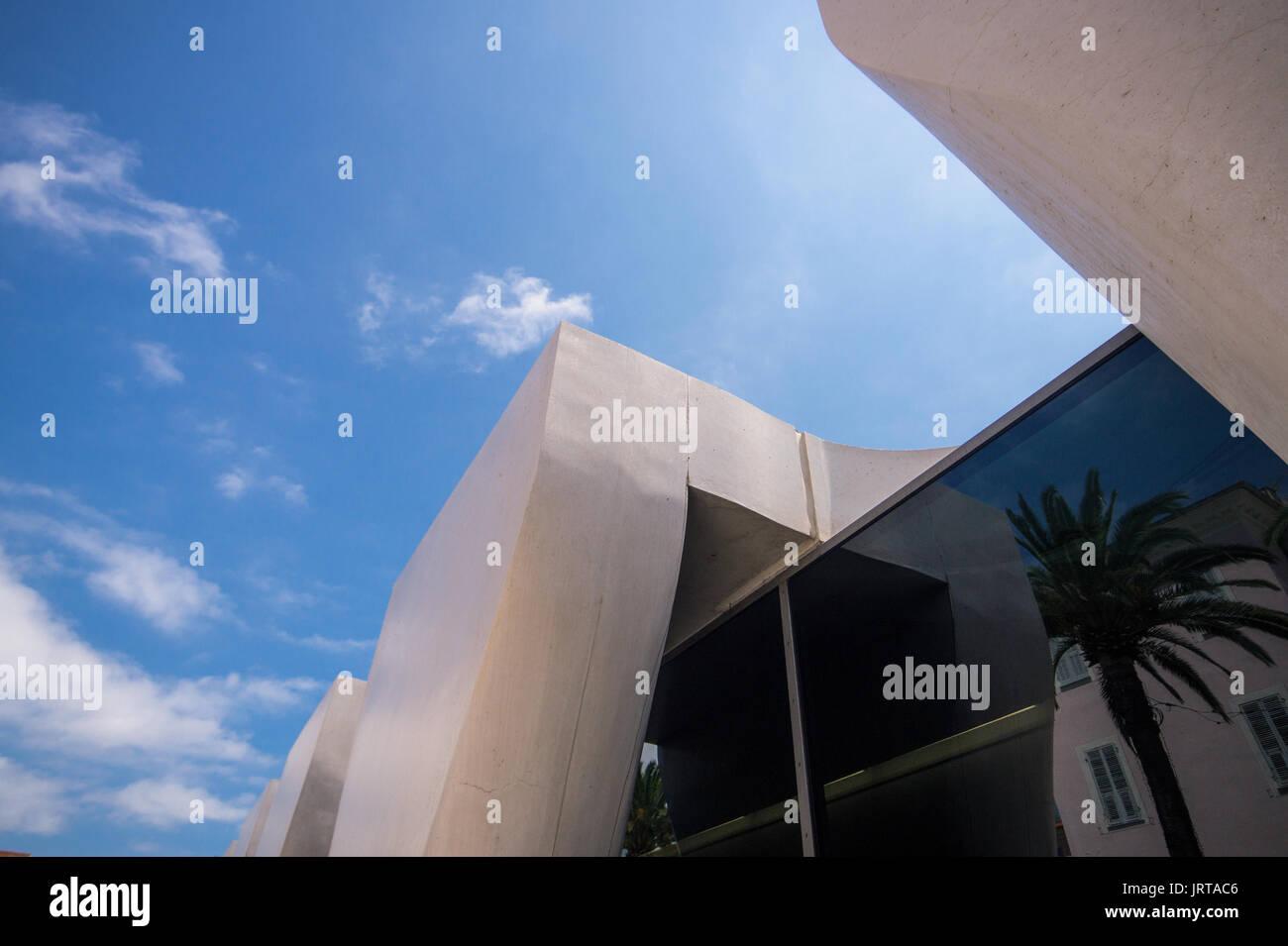 Jean Cocteau Museum, Menton, French Riviera: architect Rudy Ricciotti exterior colonnade detail sky 1 Inexhibit - Stock Image