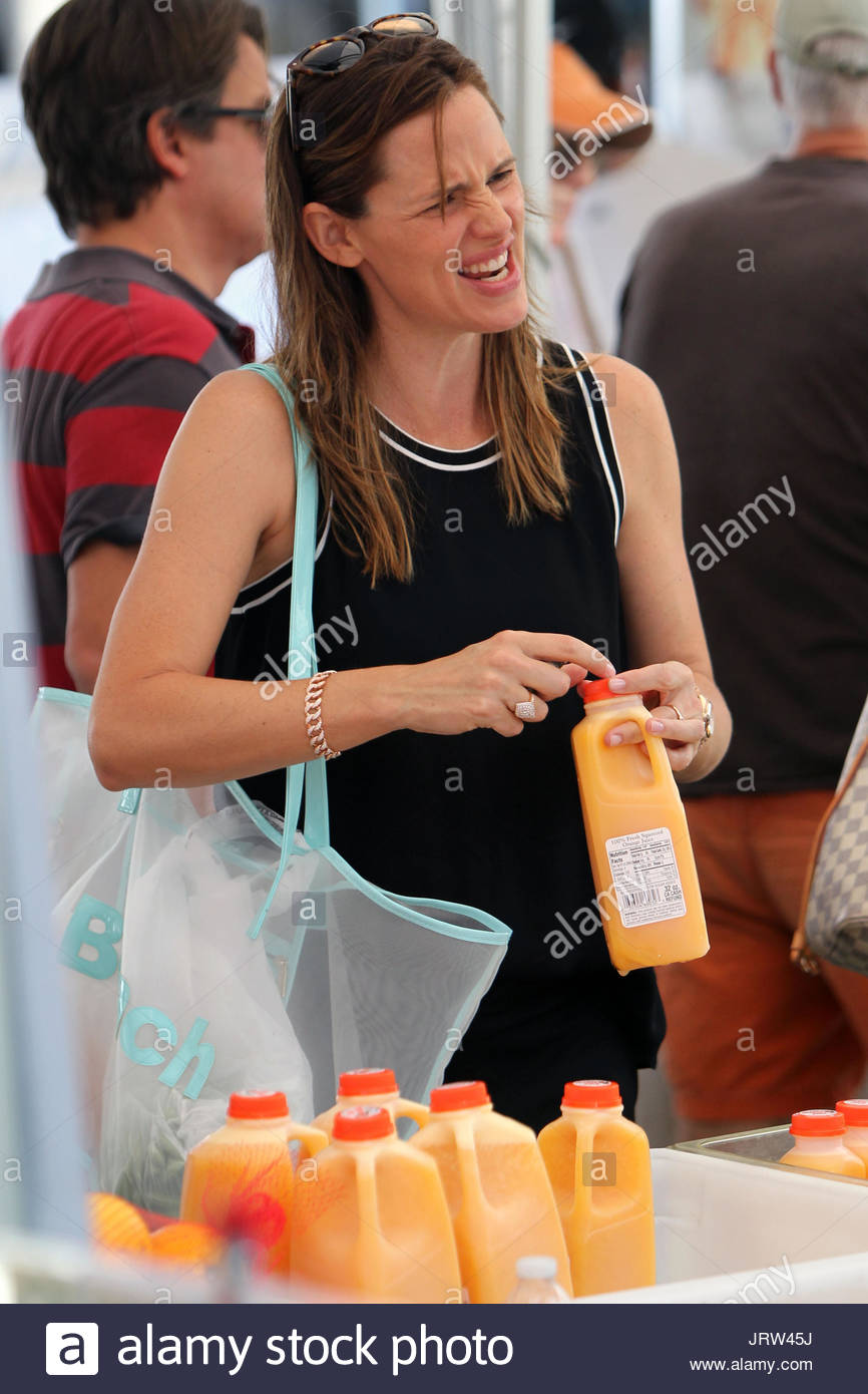 Jennifer Garner And Ben Affleck Make Their Weekly Trek Through The Pacific  Palisades Farmeru0027s Market. Neither Was Wearing Their Wedding Ring