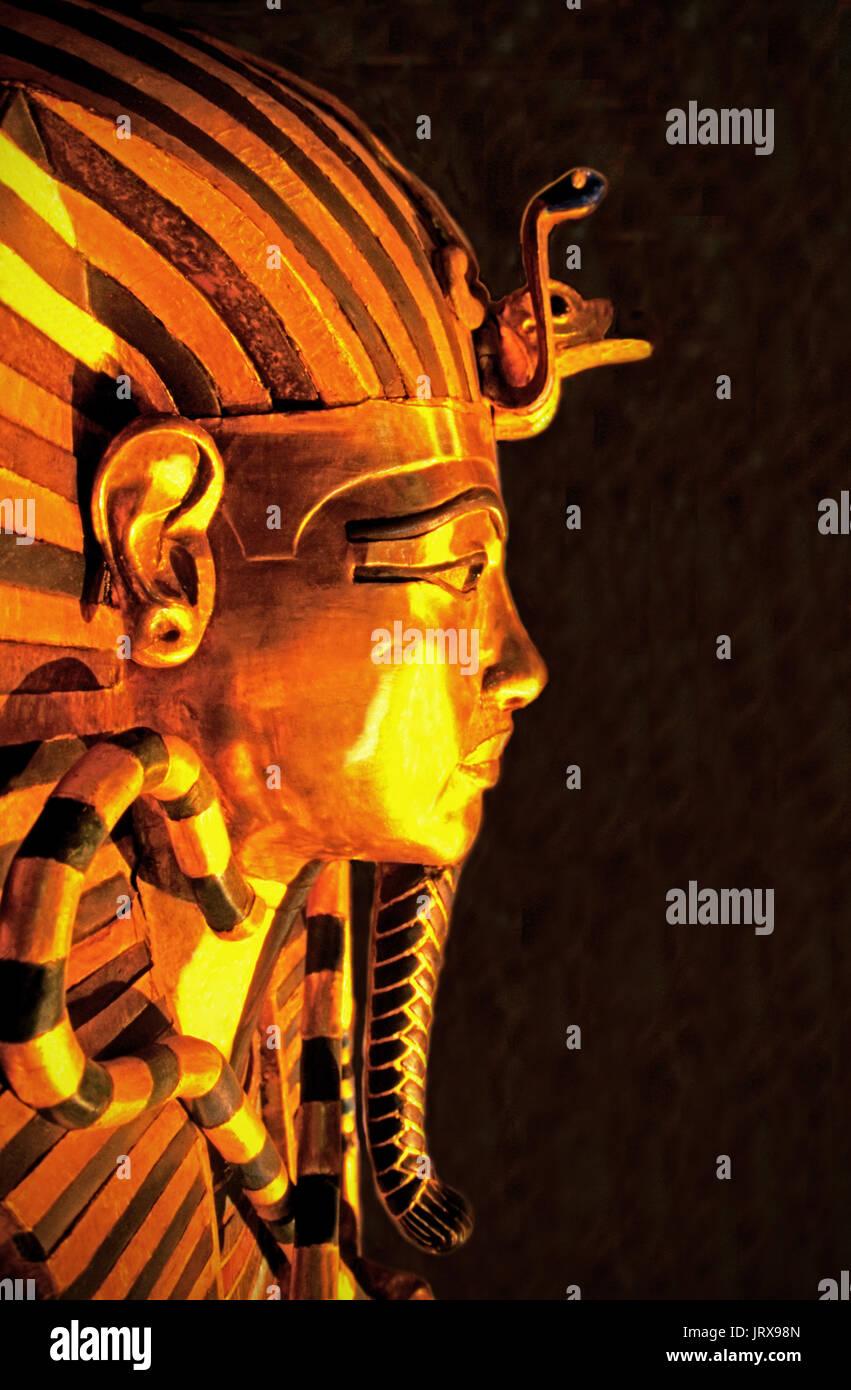 King Tut golden sarcophagus mask in Cairo Egyptian Museum, Egypt - Stock Image
