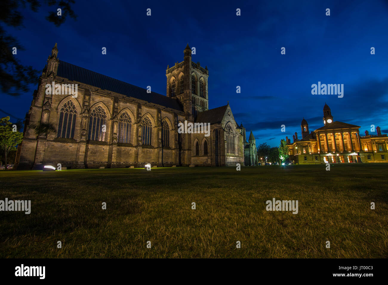 Paisleys 850 year old Abbey Taken At night With Clarkes Town Hall In Background - Stock Image