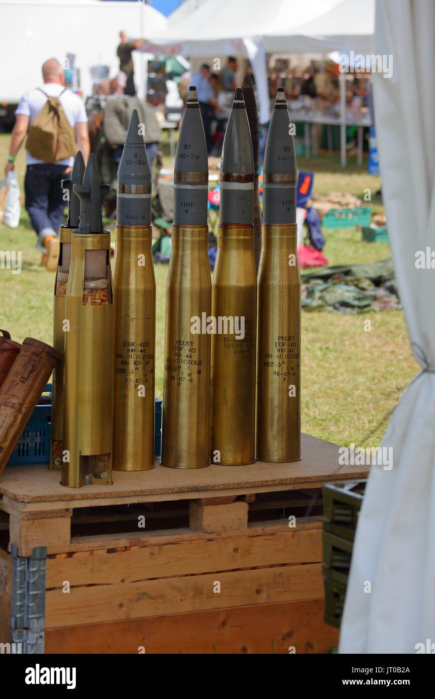 A set of four complete tank rounds with 3 high explosive rounds and one APCBC as well as two sectioned 122 mm anti tank APDS rounds. - Stock Image
