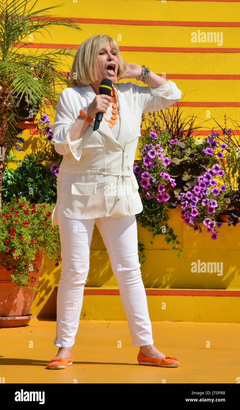 "Rust, German , 06th August, 2017, Das Erste ARD TV Show ""Immer wieder Sonntags"" Featuring: Mary Roos Credit: mediensegel/Alamy Stock Photo"
