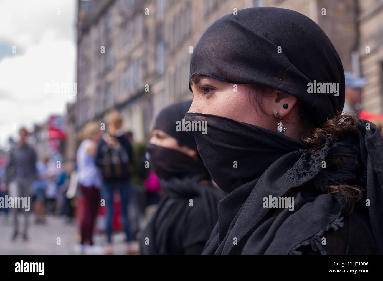 Edinburgh, UK. 07th Aug, 2017. Edinburgh UK Aug 07 2017; Performers on the Royal Mile promote their Edinburgh Festival Fringe show, Deadly Dialogues. Credit: Steven Scott Taylor/Alamy Live News - Stock Image