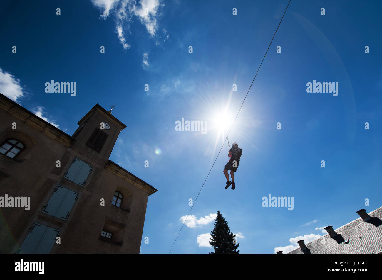 Konigstein, Germany. 05th Aug, 2017. A man is using the zip line during the 'Festung Aktiv' outdoor sports festival in Konigstein, Germany, 05 August 2017. The festival offers visitors workshops, shows and presentations related to active sports. Photo: Arno Burgi/dpa-Zentralbild/dpa/Alamy Live News - Stock Image