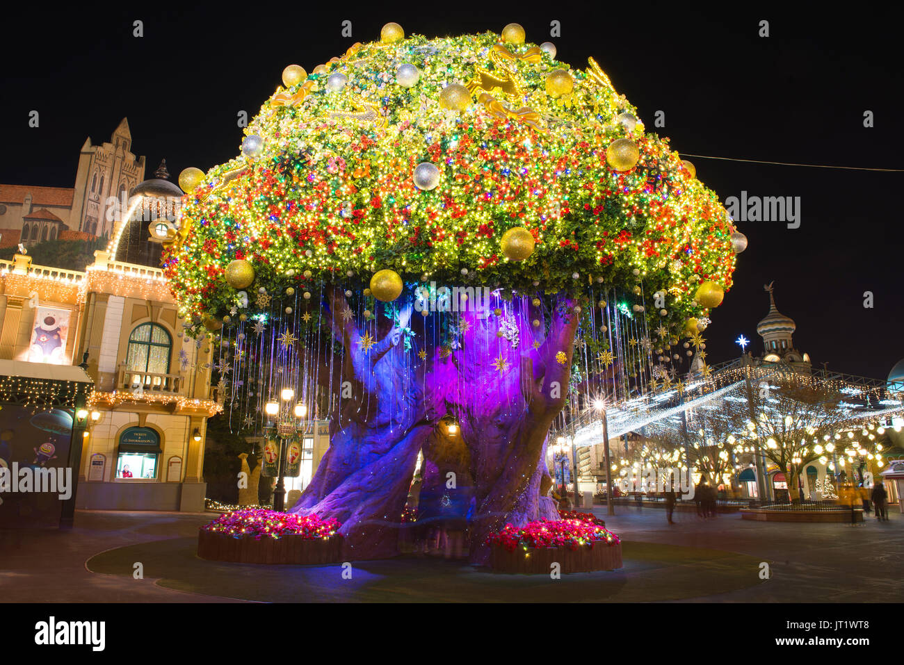 SEOUL, KOREA - DECEMBER 21,2014: The big tree lights at ninght in Everland. Photo taken on December 21, 2014 in Stock Photo