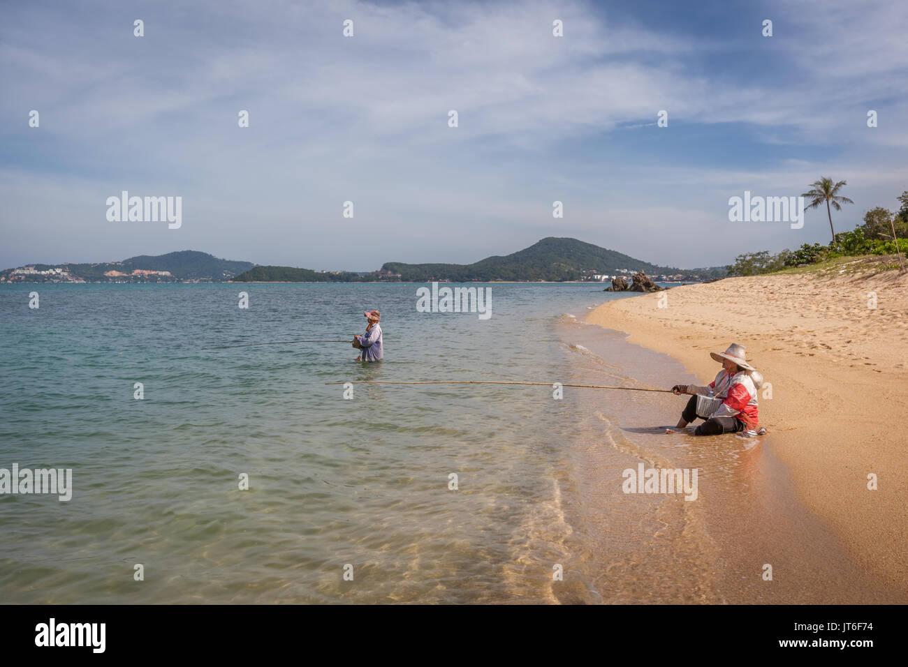 Thai fishermen on the shore of Maenam beach or Ao Menam, Hat Mae Nam, Koh Samui, Thailand - Stock Image