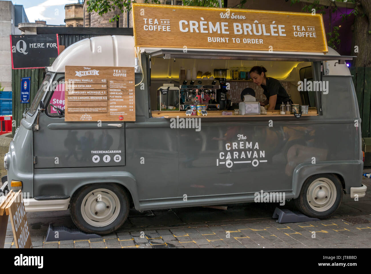 Edinburgh, Scotland, UK, August 7th 2017.  A Fringe Festival outdoor food stall near Bristo Square and George Square. Creme Brulee tea and coffee food outlet in a converted old fashioned VW camper van - Stock Image
