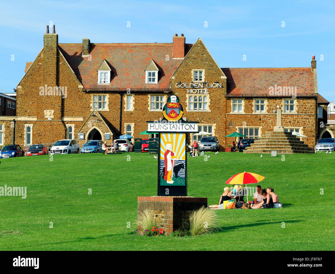 Hunstanton Green, Town Sign, picnic, Golden Lion Hotel, Norfolk, England, UK, seaside, resort - Stock Image