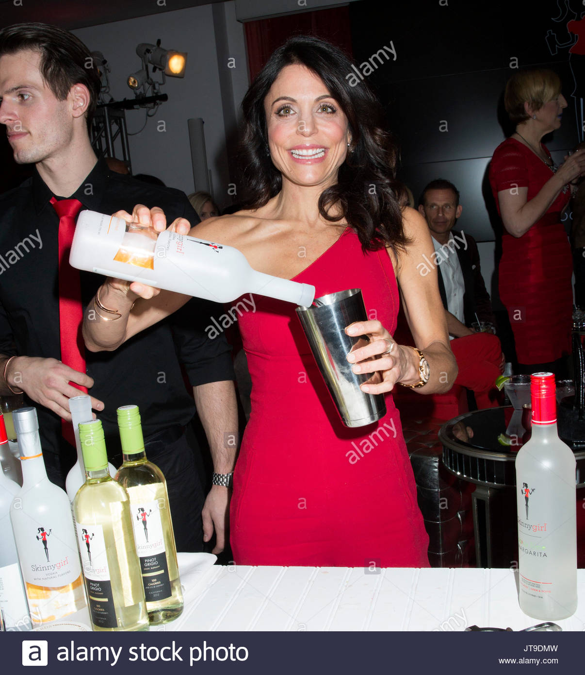 Chicago woman drops federal lawsuit over Skinnygirl cocktail.
