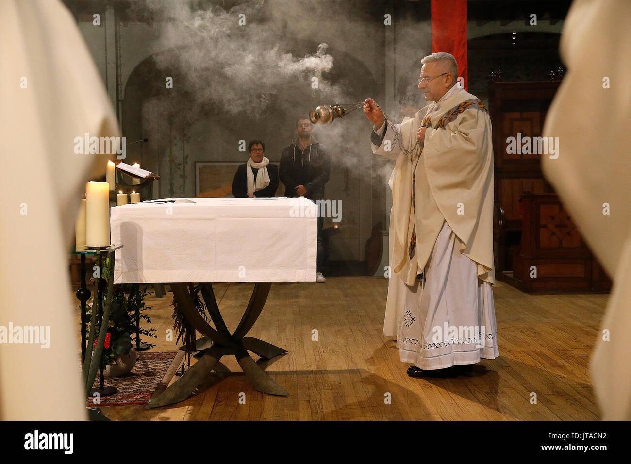 Maundy Thursday celebration in a Parisian Catholic church, Paris, France, Europe - Stock Image
