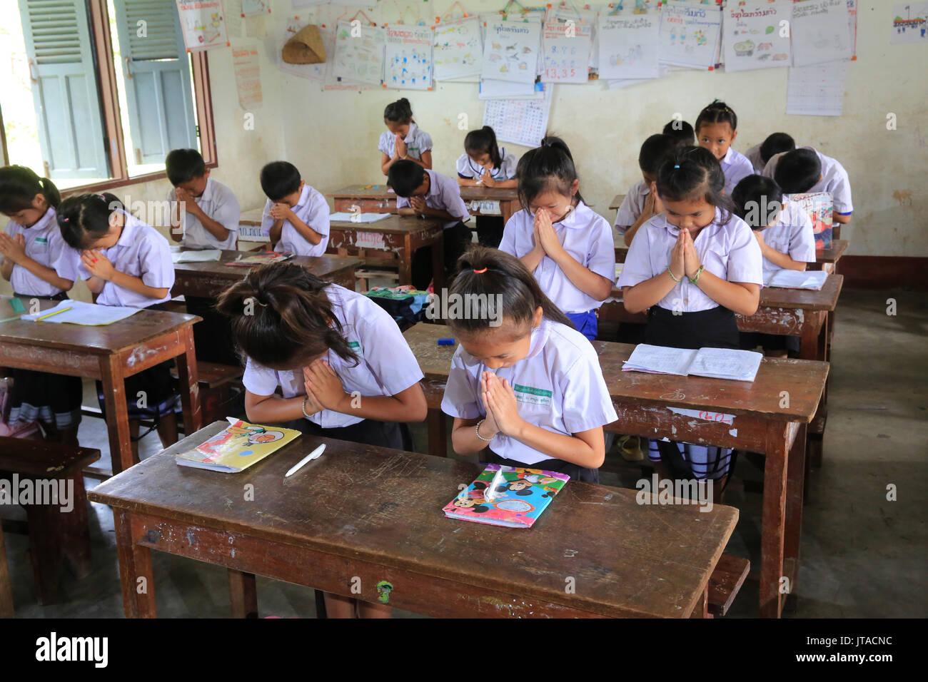 Schoolchildren in classroom, Elementary School, Vieng Vang, Laos, Indochina, Southeast Asia, Asia - Stock Image