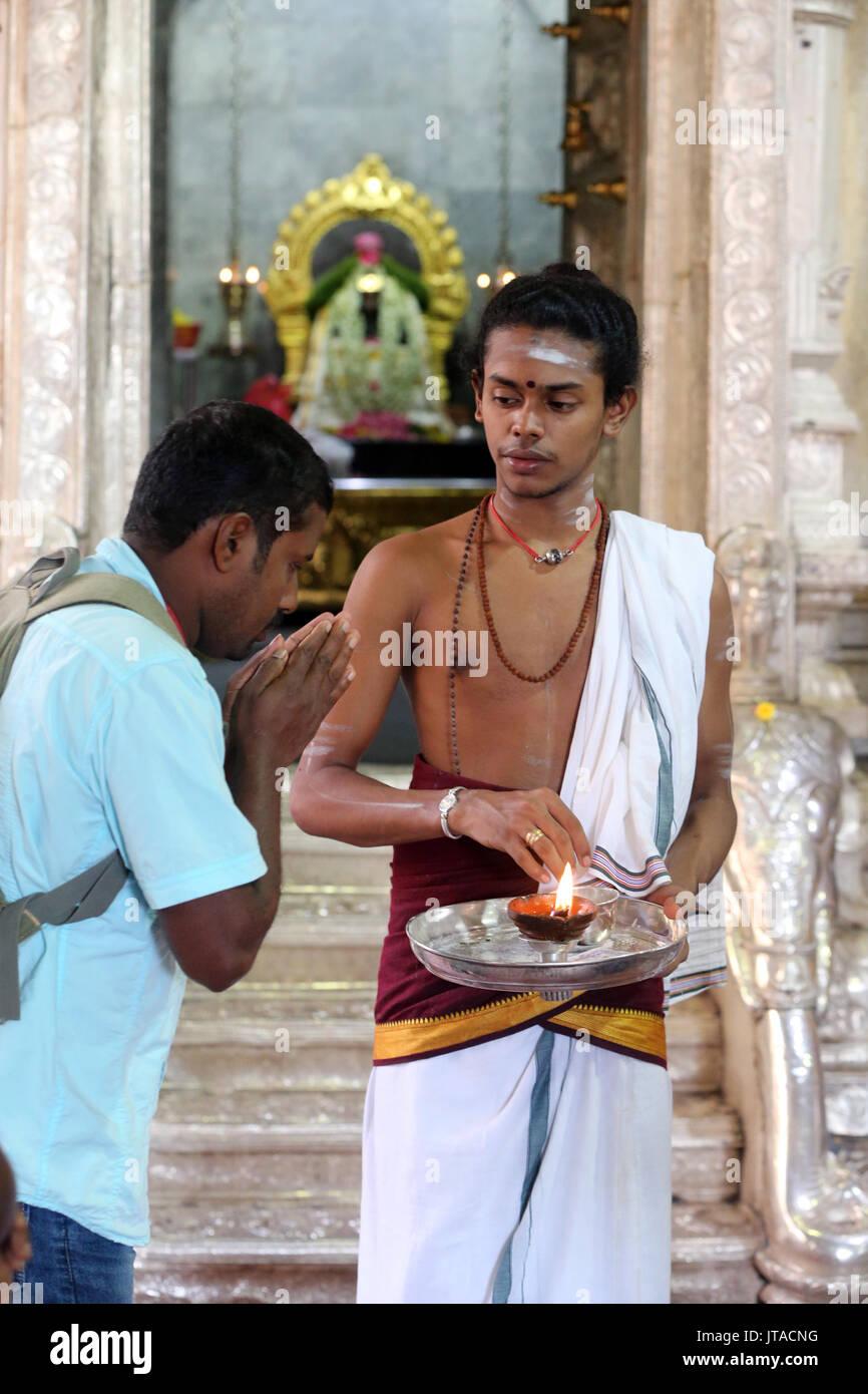 Hindu Brahmin priest, Sri Veeramakaliamman Hindu Temple, Singapore, Southeast Asia, Asia - Stock Image