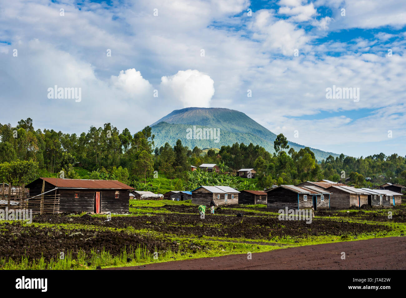 Mount Nyiragongo looming behind the town of Goma, Democratic Republic of the Congo, Africa - Stock Image