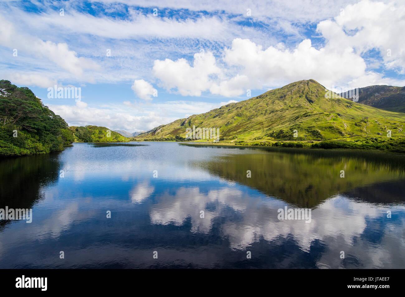 Kylemore abbey, Connemara National Park, County Galway, Connacht, Republic of Ireland, Europe - Stock Image