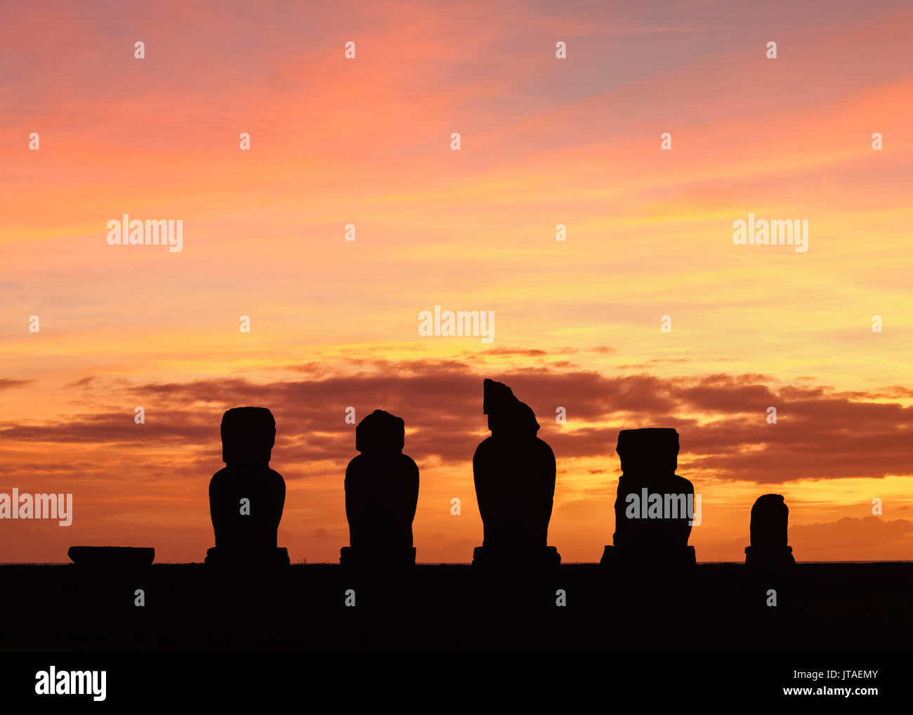 Moais in Ahu Vai Uri at sunset, Tahai Archaeological Complex, Rapa Nui National Park, UNESCO, Easter Island, Chile - Stock Image