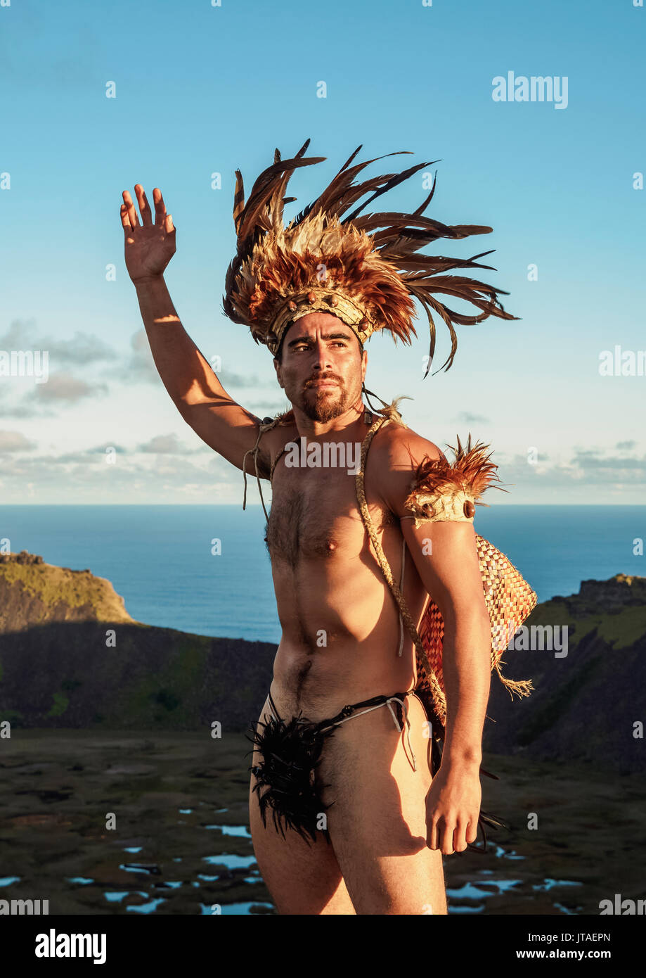 Native Rapa Nui man in tradititional costume on the rim of the Rano Kau Volcano, Easter Island, Chile - Stock Image