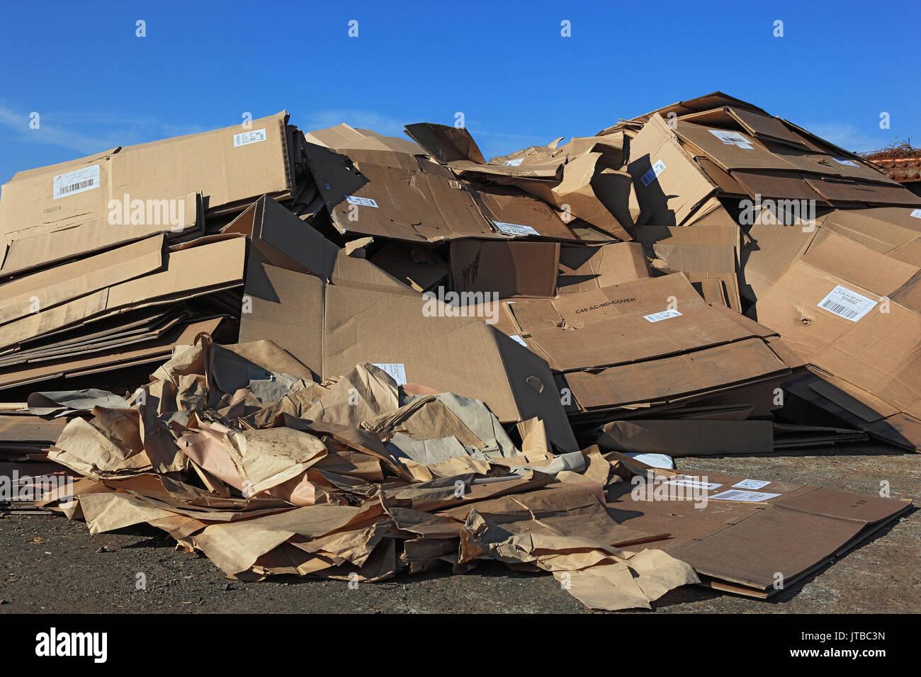 Recycling company, stock waste paper, cardboard, Recyclingbetrieb, Lager Altpapier, Kartons Stock Photo