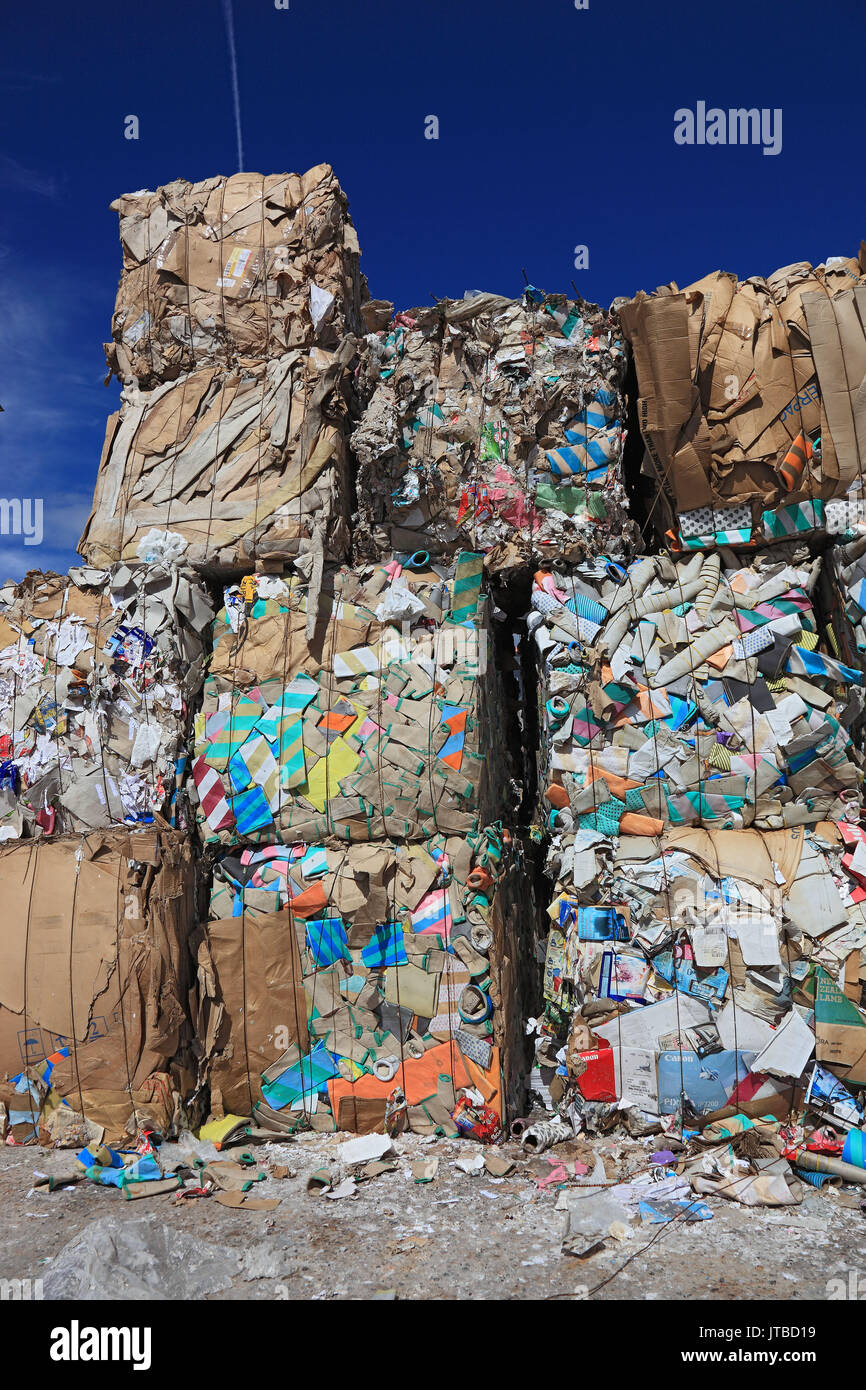 Waste paper bales in a recycling company, Altpapierballen in