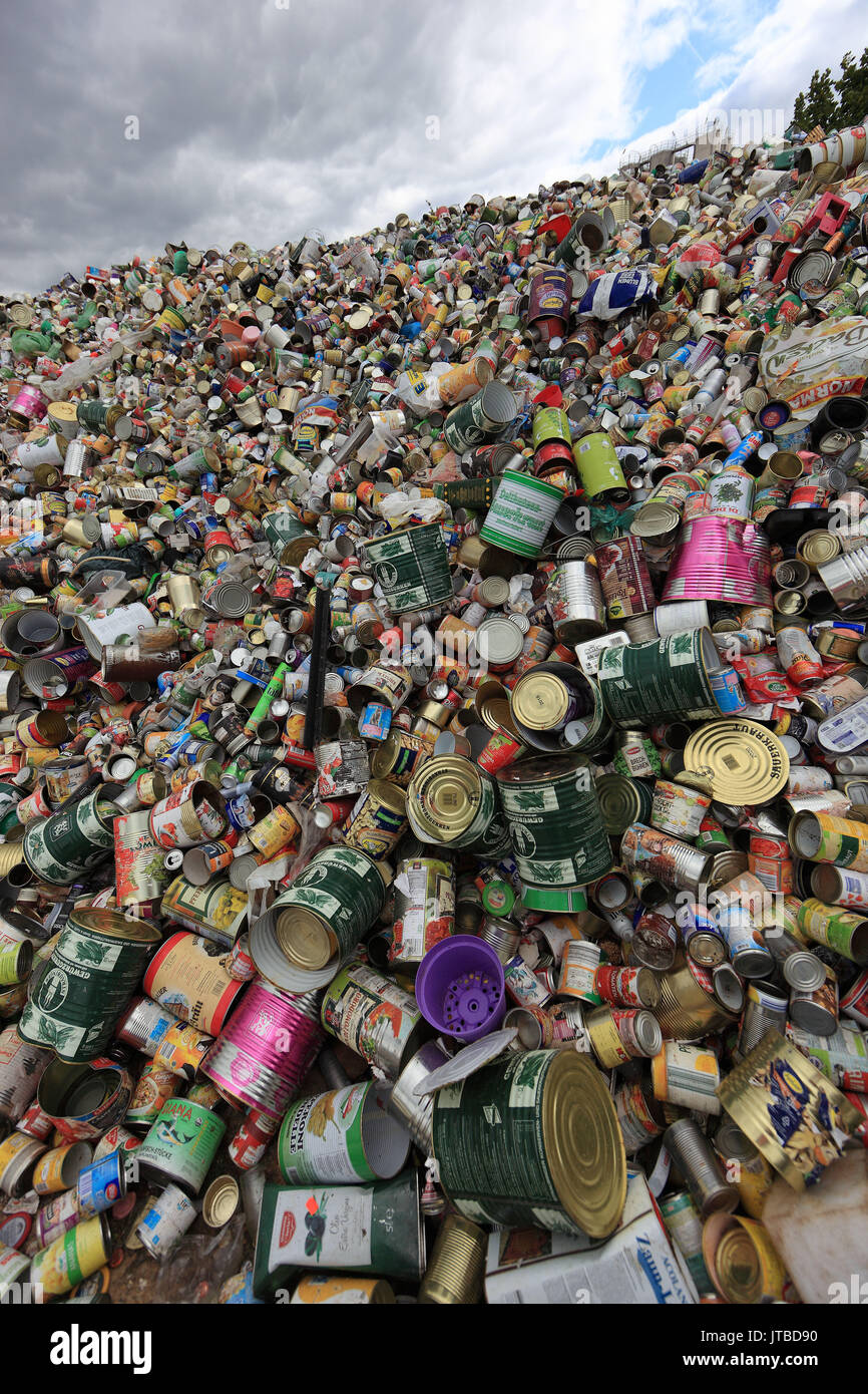 Waste industry, stock to the recycling, drinks cans, tin