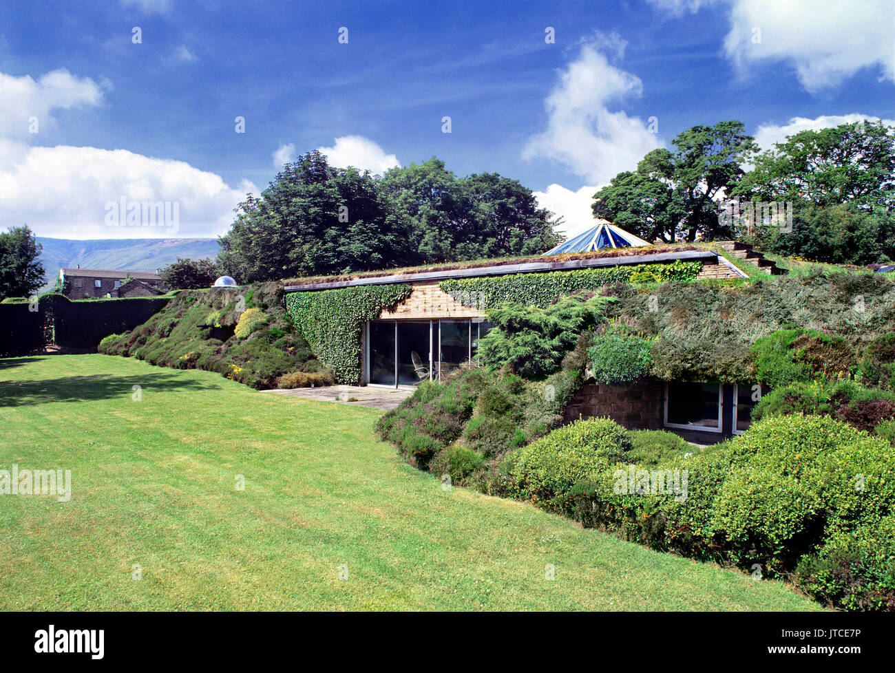 'Underhill': the first modern earth-sheltered house in Britain (1975) - the self-designed home of architect Arthur Quarmby, near Holmfirth, Yorkshire. - Stock Image