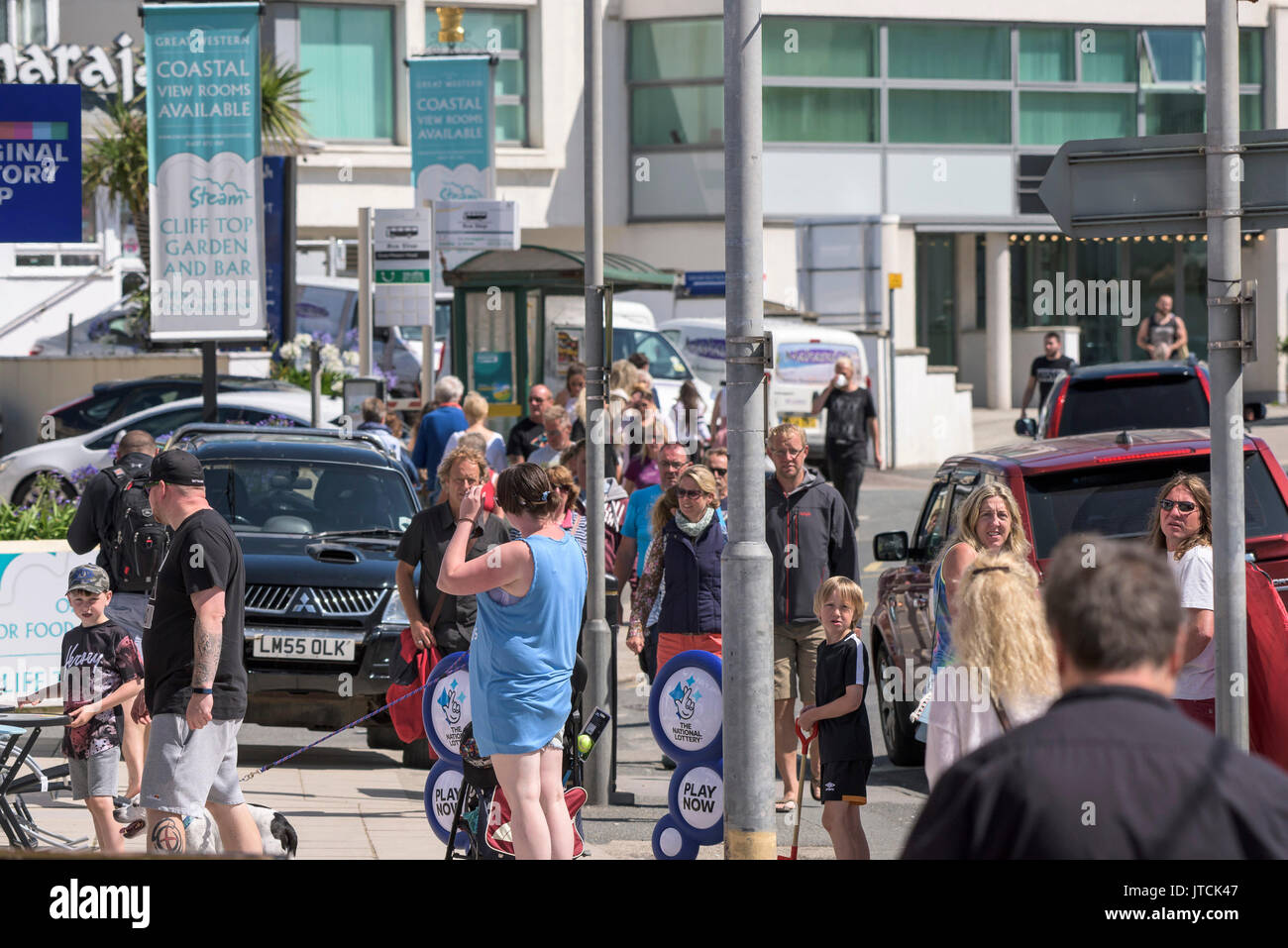 A busy street scene in Newquay, Cornwall. - Stock Image