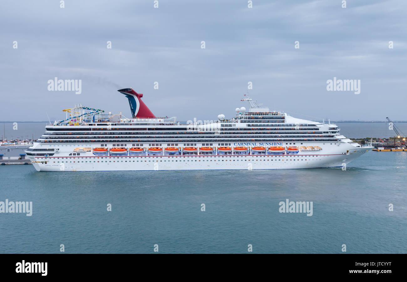 Carnival Cruise Ship Stock Photos Amp Carnival Cruise Ship Stock Images Alamy