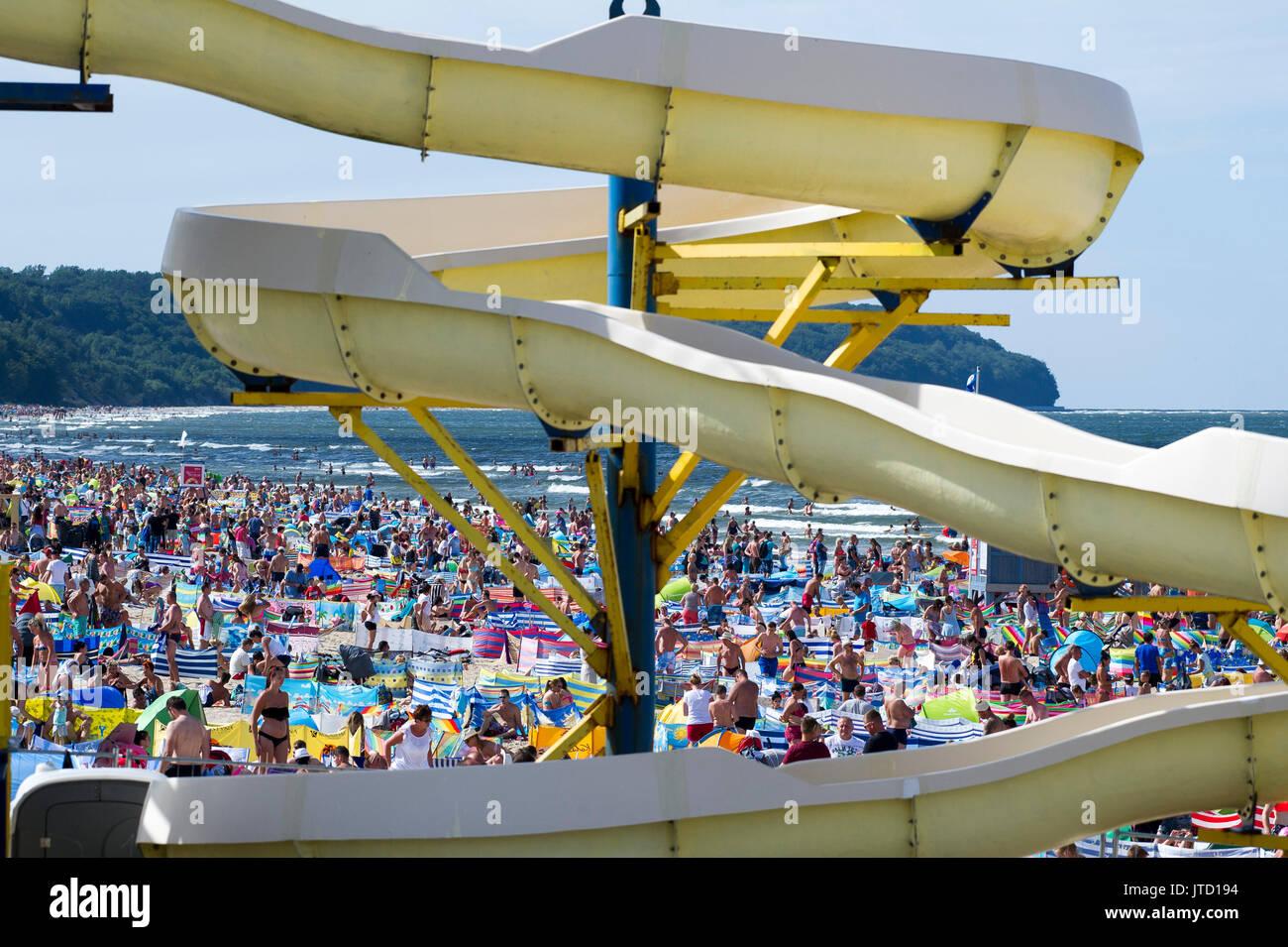 Hot day on a crowded beach in Wladyslawowo, Poland 5th August 2017 © Wojciech Strozyk / Alamy Stock Photos - Stock Image