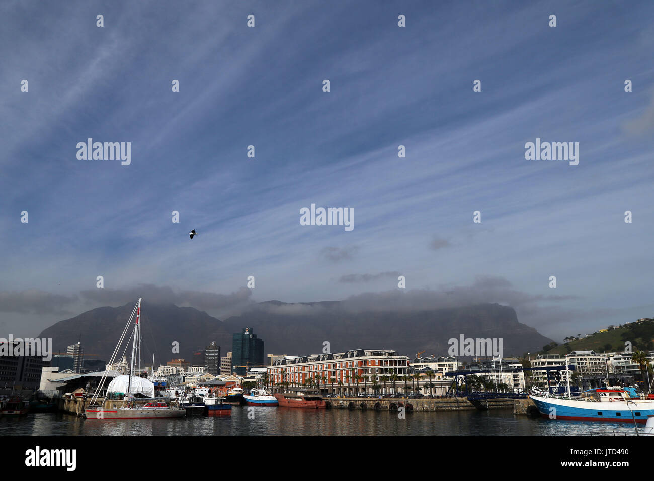 A view of the V&A Waterfront with Table Mountain and the Devil's Peak in the background in Cape Town, Western Cape, South Africa. - Stock Image