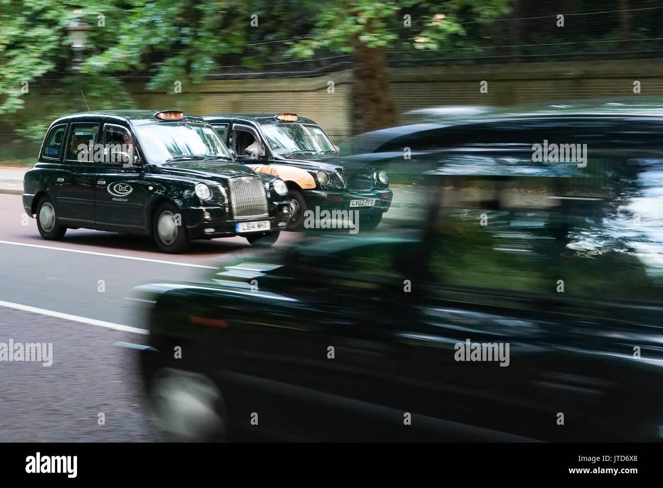 Views of traditional black cabs on Constitution Hill near Buckingham Palace in London, UK. Photo date: Thursday, Stock Photo