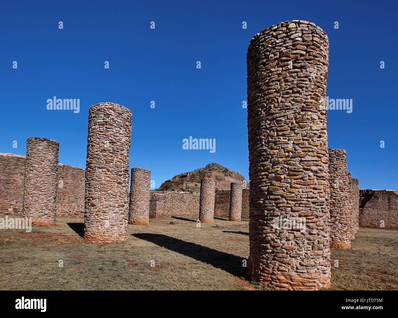 America; Mexico; Zacatecas; Malpaso valley;Pre hispanic; archaeological site La Quemada; Salón de las Columnas; Columns Hall. This 41 by 32 metre enclosure, probably reached a height of more than five metres before the fire that caused its destruction. In their interior eleven columns supported the roof. Until now its specific function is not known. Although works made in the 1950s indicate a ceremonial use possibly related to human sacrifice. - Stock Image