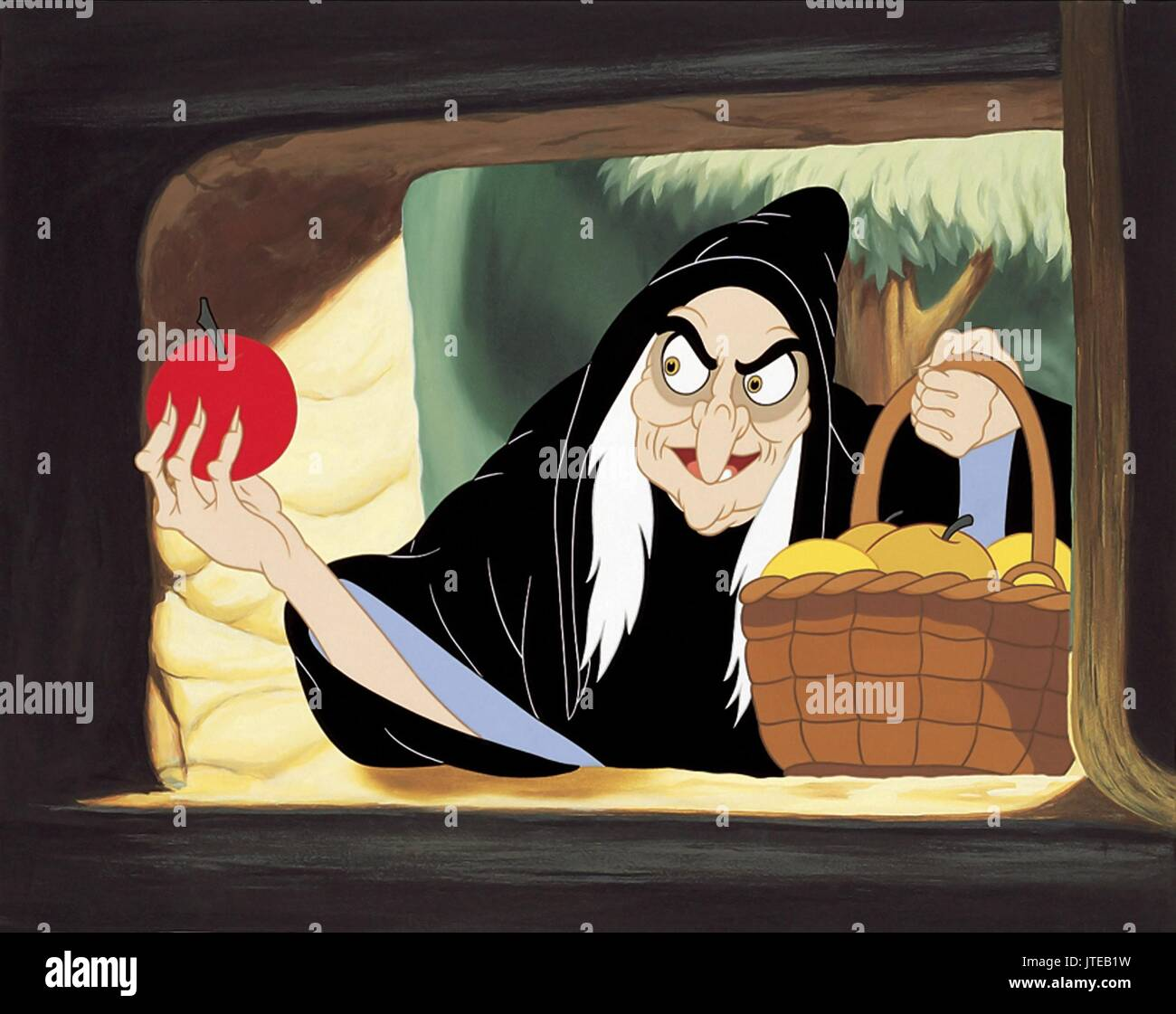 THE WICKED QUEEN / WITCH SNOW WHITE AND THE SEVEN DWARFS (1937 Stock