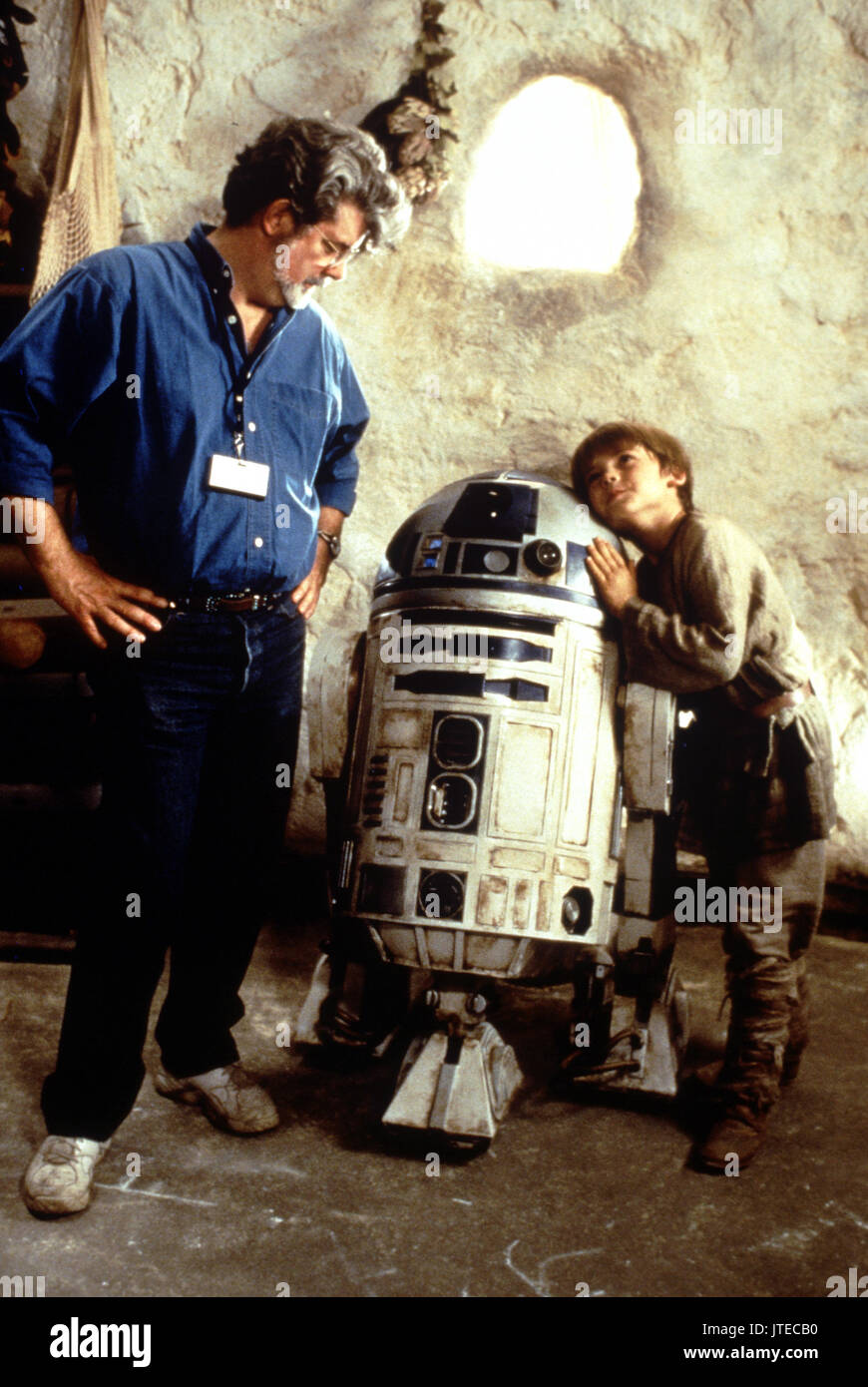 George Lucas R2 D2 Jake Lloyd Star Wars Episode I The Phantom Stock Photo Alamy