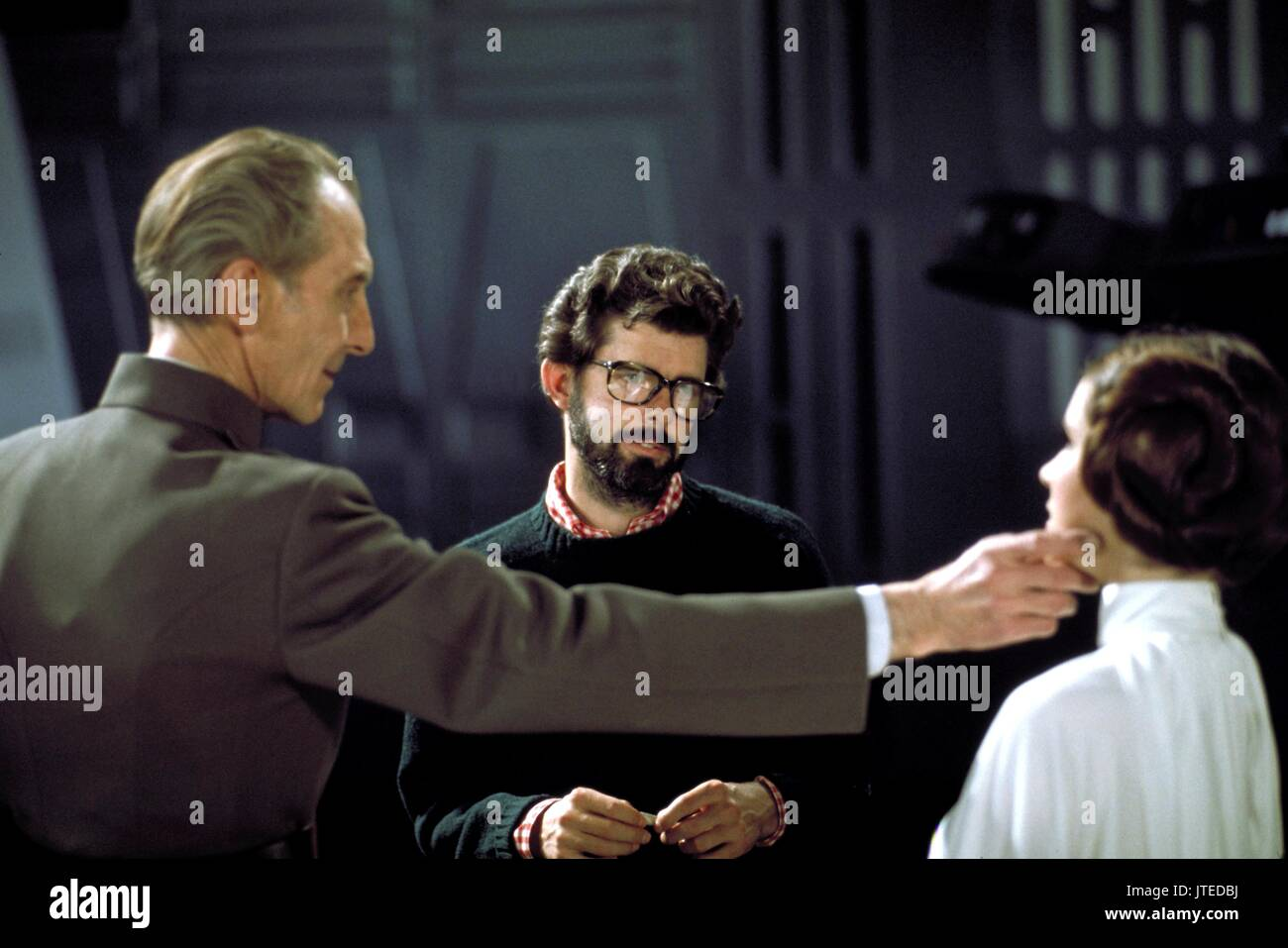 PETER CUSHING, GEORGE LUCAS, CARRIE FISHER, STAR WARS: EPISODE IV - A NEW HOPE, 1977 - Stock Image