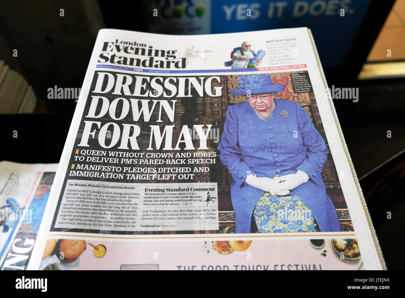 Evening Standard front page newspaper headline British Queen Elizabeth II  'Dressing down for May'  21 June - Stock Image