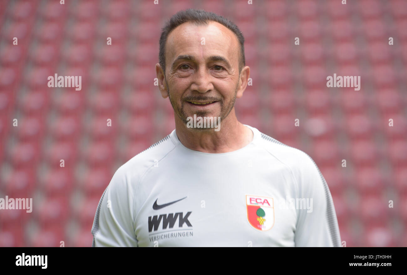 German Bundesliga, official photocall FC Augsburg for season 2017/18 in Augsburg, Germany: kitman Salvatore Belardo. Foto: Stefan Puchner/dpa | usage worldwide - Stock Image