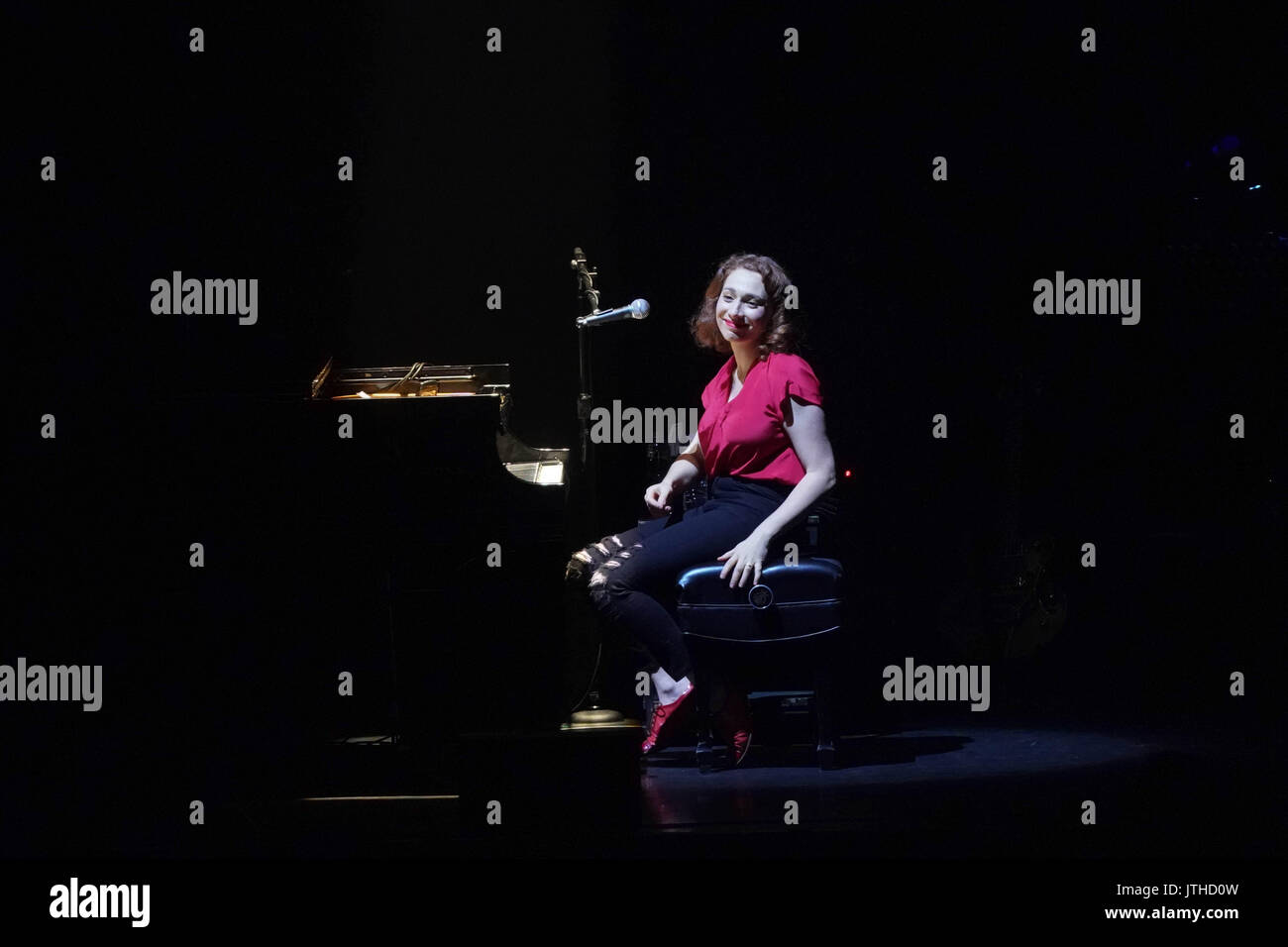 London, UK. 09th Aug, 2017. Regina Spektor performing live on stage at Hammersmith Eventim Apollo in London. Photo date: Wednesday, August 9, 2017. Photo credit should read Credit: Roger Garfield/Alamy Live News - Stock Image
