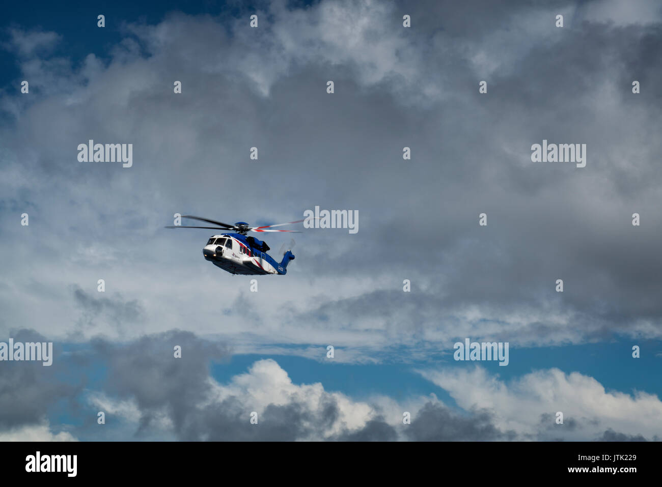 A north sea Bristow helicopter - Sikorsky S92 in flight to an oil and gas platform. credit: LEE RAMSDEN / ALAMY - Stock Image