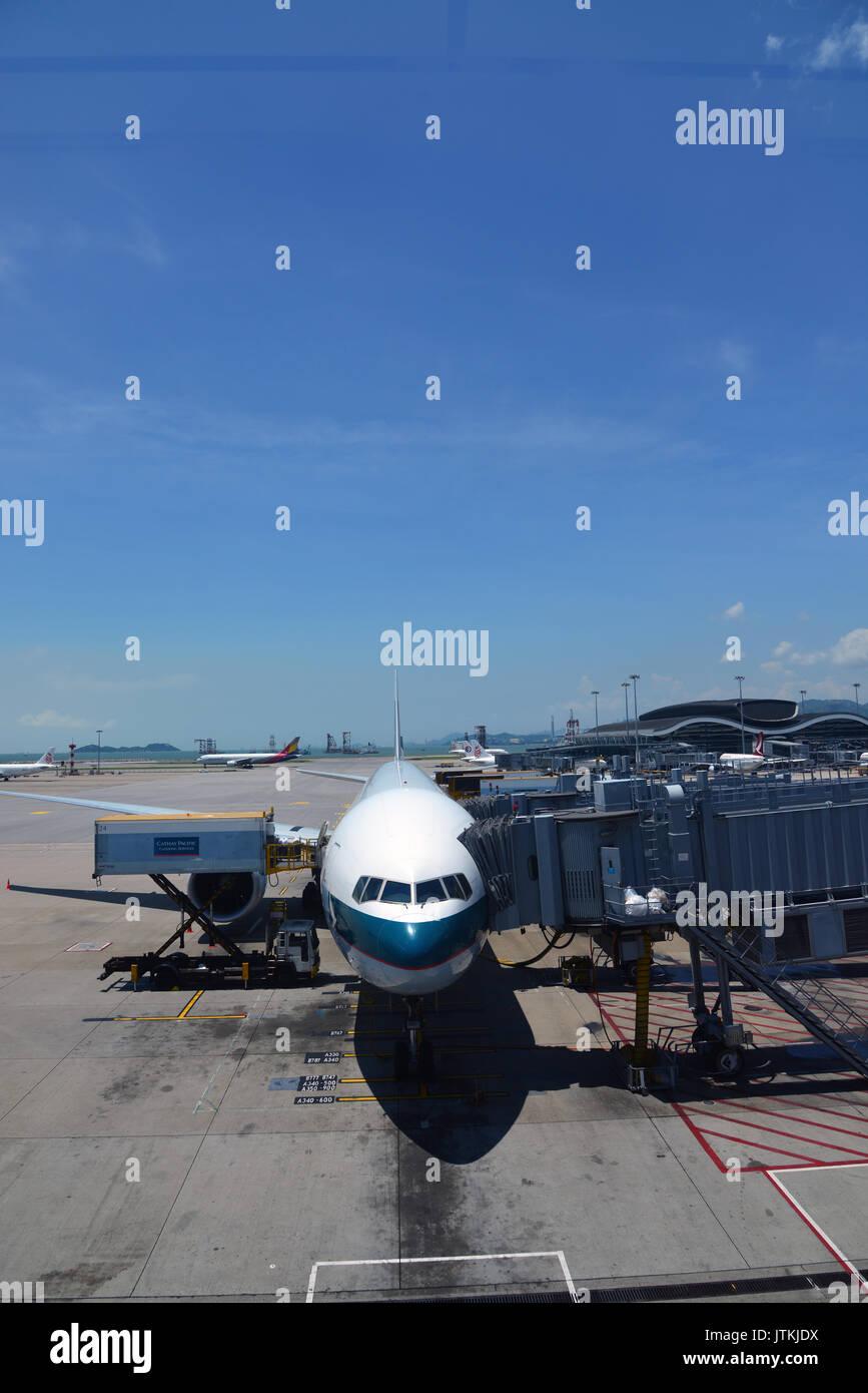 China, Hong Kong, Hong Kong International Airport, Chek Lap Kok, Termina 1, Gate 28, Boeing 777-300ER, Cathay Pacific - Stock Image