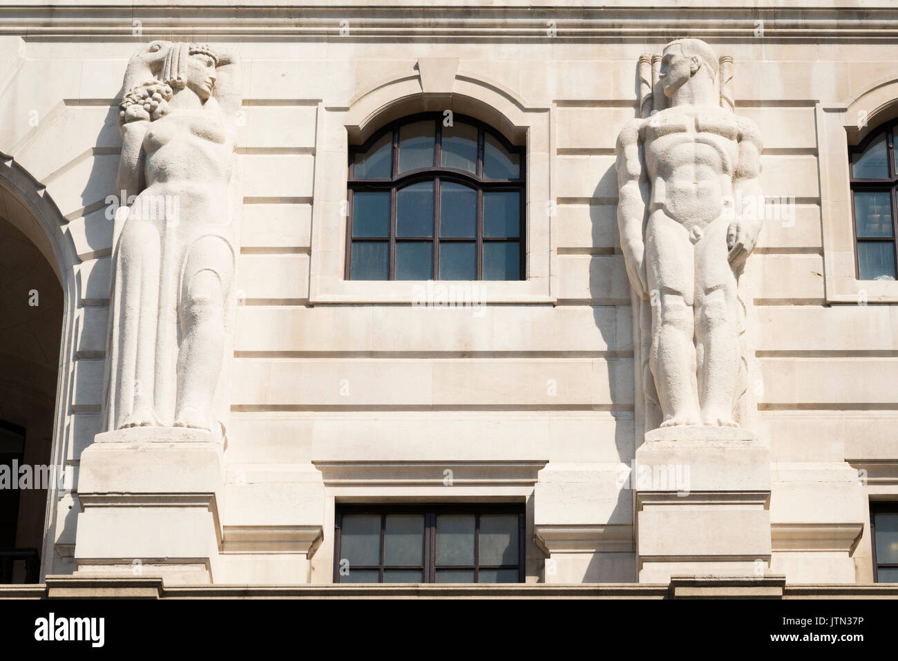 UK London City Financial District The Bank of England HQ on Threadneedle Street since 1734 rebuilt 1939 The Old Lady building facade established 1694 - Stock Image
