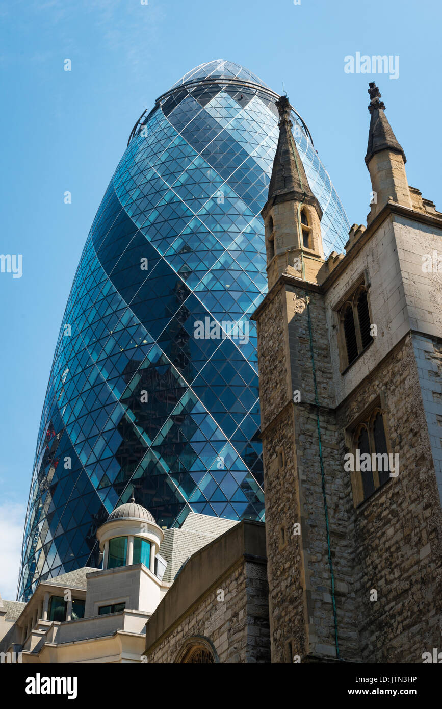 UK London City 30 St Mary Axe The Gherkin Swiss Re Building built 2003 180 metres 591 feet 41 floors storeys offices design Norman Foster   Arup - Stock Image