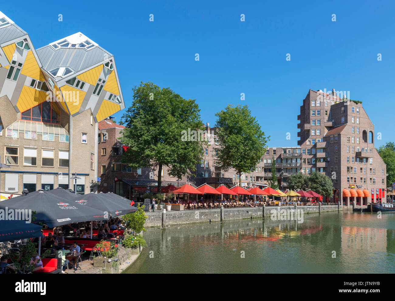 Waterfront restaurants in the Oude Haven (Old Harbour) with Cube Houses (Kubuswoningen) to the left, Rotterdam, Netherlands - Stock Image