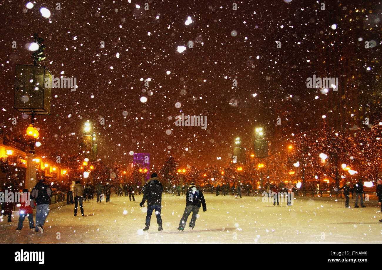 Outdoor Ice Rink Usa Stock Photos & Outdoor Ice Rink Usa Stock ...