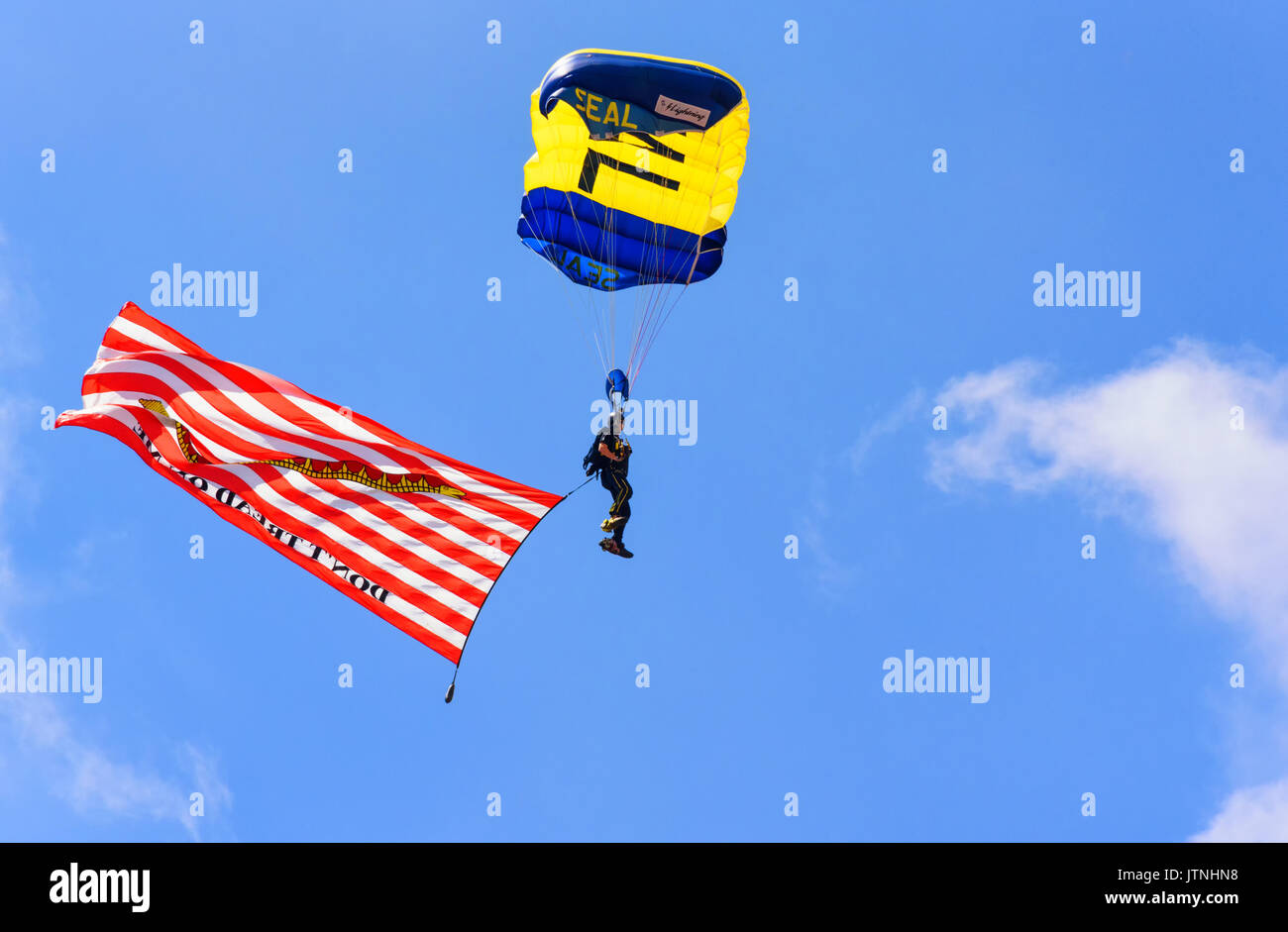 CHEYENNE, WYOMING, USA - JULY 27, 2017: US Navy Leap Frogs team of skydivers opens the annual Frontier Days Rodeo. The Gadsden flag 'DON'T TREAD ON ME - Stock Image