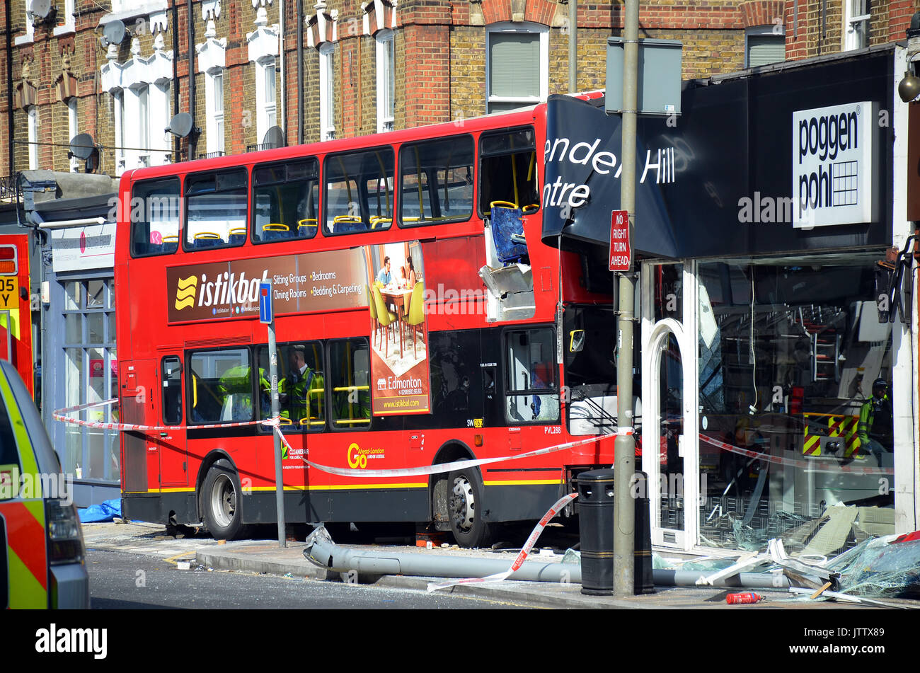 London, UK, Battersea 10/08/2017 Bus Crashes Into Poggen Pohl Kitchen  Design Centre In Lavender Hill. 8 People Were Injured. Credit: JOHNNY  ARMSTEAD/Alamy ...