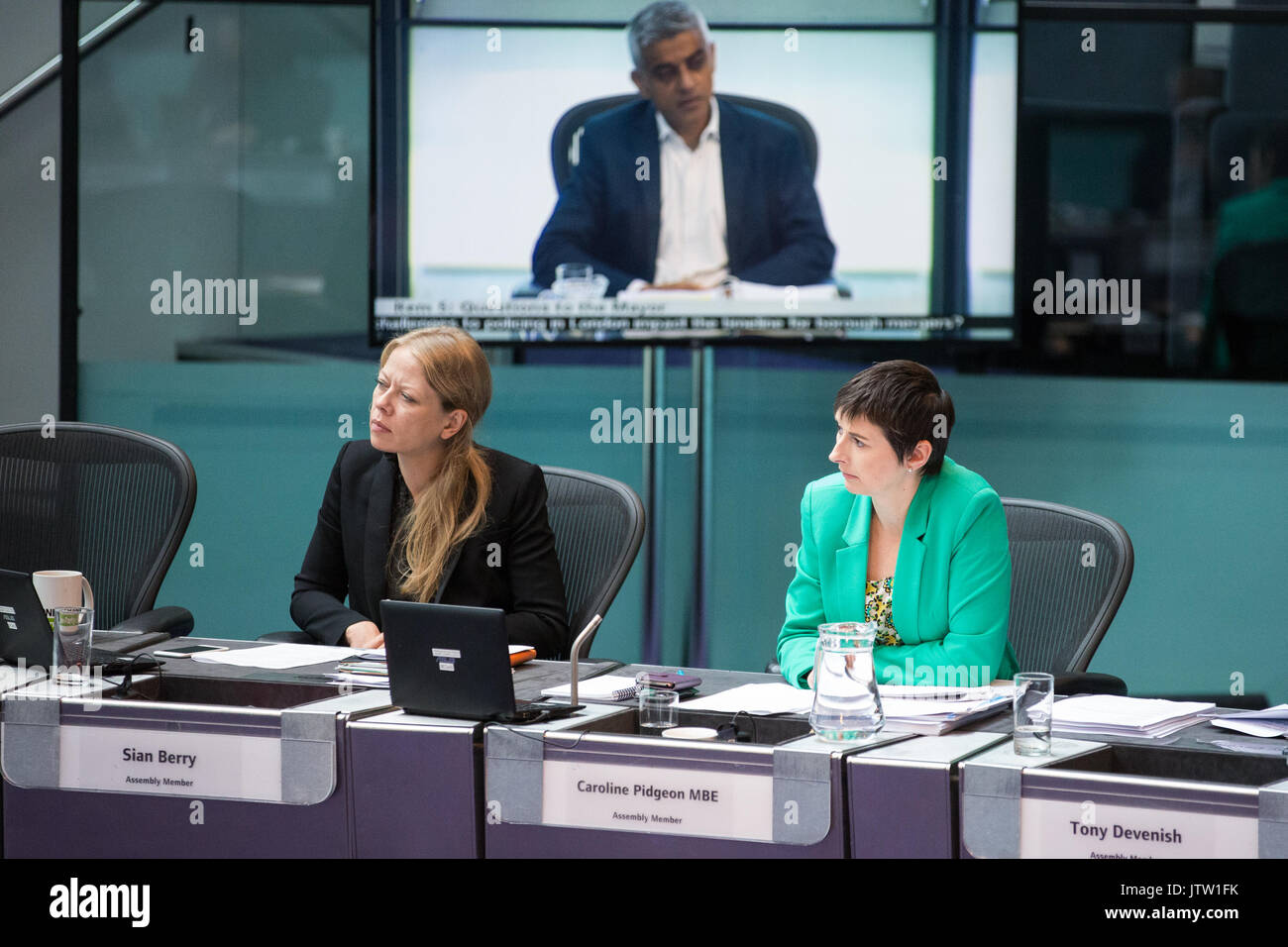 London, UK. 10th August, 2017. London Assembly Members Sian Berry and Caroline Pidgeon MBE listen to Mayor of London Sadiq Khan responding to questions during Mayor's Question Time at City Hall. Among topics discussed were: acid attacks, social housing, expenditure on fire and police services, 4G coverage on underground trains and noise from overnight underground trains. Credit: Mark Kerrison/Alamy Live News - Stock Image