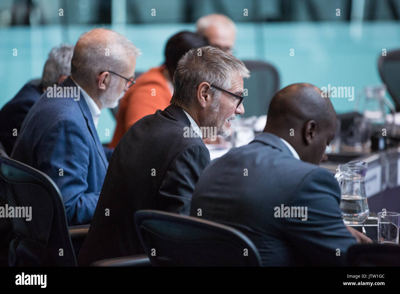 London, UK. 10th August, 2017. London Assembly Member Steve O'Connell puts a question to Mayor of London Sadiq Khan during Mayor's Question Time at City Hall. Among topics discussed were: acid attacks, social housing, expenditure on fire and police services, 4G coverage on underground trains and noise from overnight underground trains. Credit: Mark Kerrison/Alamy Live News - Stock Image