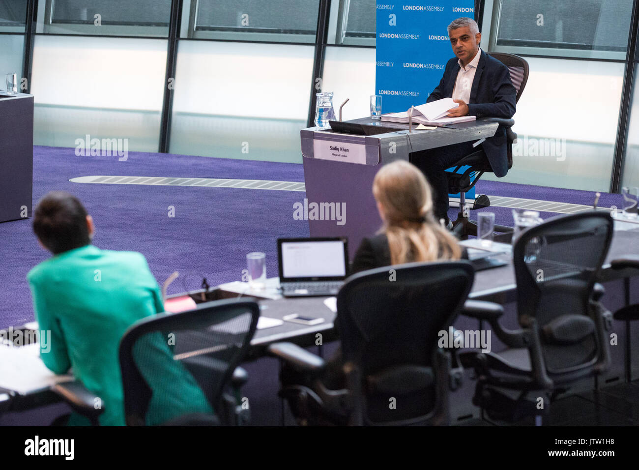 London, UK. 10th August, 2017. Mayor of London Sadiq Khan responds to a question from London Assembly Member Caroline Stock Photo