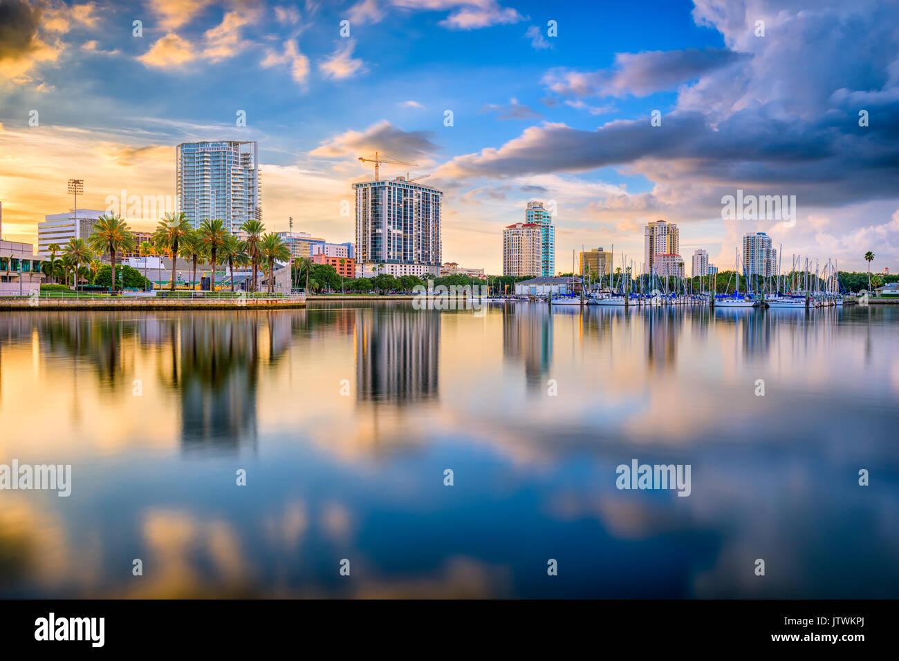 St. Petersburg, Florida, USA downtown city skyline on the bay. - Stock Image