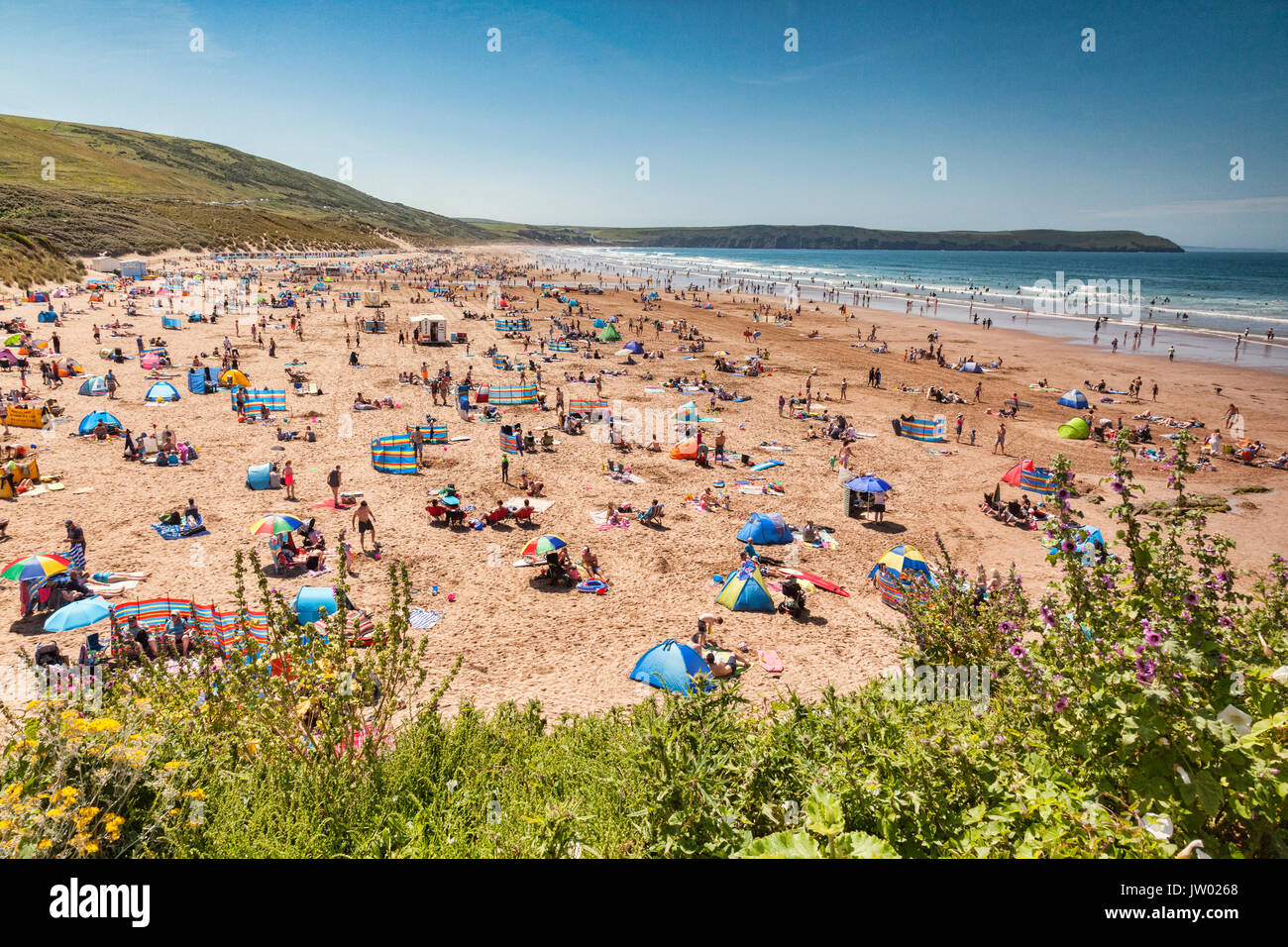 17 June 2017: Woolacombe, North Devon, England, UK - The busy beach on one of the hottest days of the year. - Stock Image